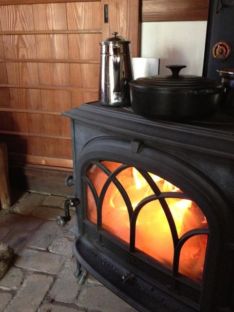 薪ストーブのある古民家カフェ