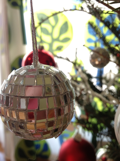 クリスマスオーナメントのミラーボール