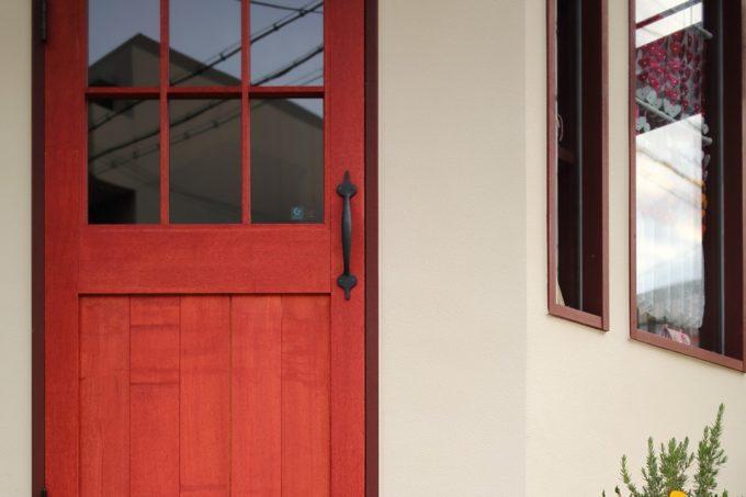 赤い扉のちいさなお店
