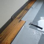 床板をすこしずつはめていきます