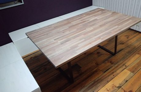 黒皮鉄の脚の打合せテーブル