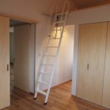 高天井の寝室