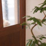 レインドロップのガラスの扉