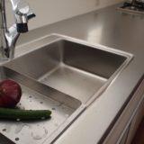 キッチンのパンチングトレイ